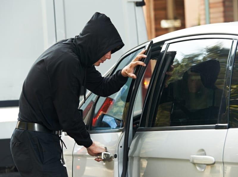 Как защитить автомобиль от воров