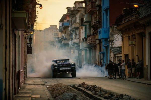 Автомобильные трюки на улицах Гаваны