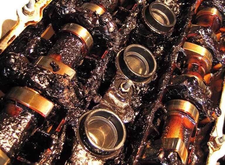 Если двигатель жрет масло