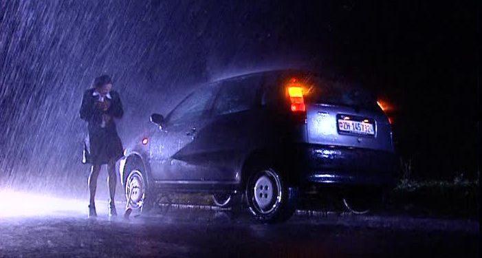 Сломалась машина ночью на трассе: что делать, кому звонить?